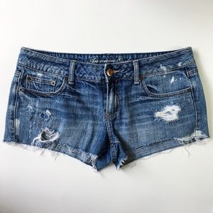 AMERICAN EAGLE OUTFITTERS |DISTRESSED DENIM SHORTS